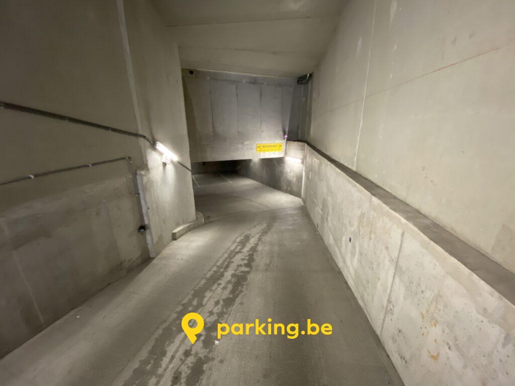 parking-a-louer-yser-canal-bruxelles-centre-entree.jpg